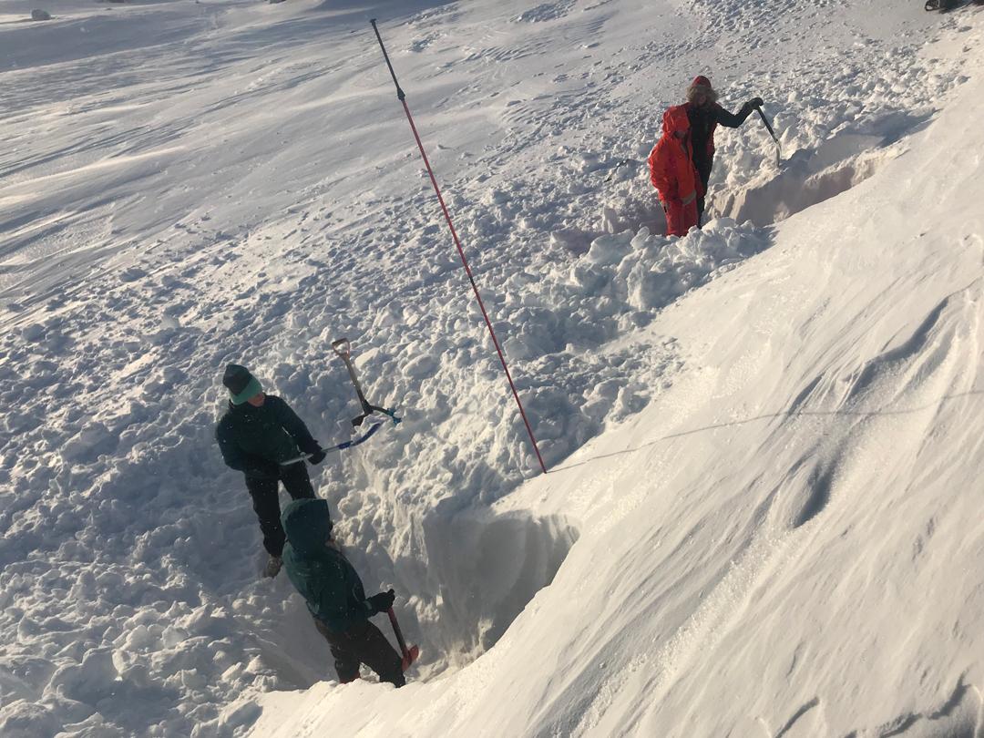 Hytte- og snøhuletur med FjellTid